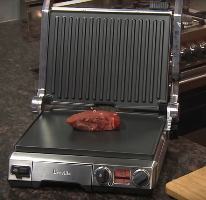 breville BGR820XL grilling steak